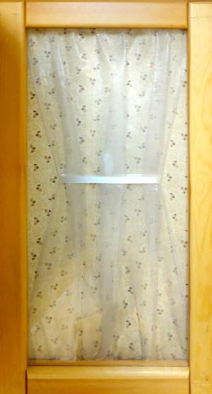 Вариант декора дверок однотонной тканью